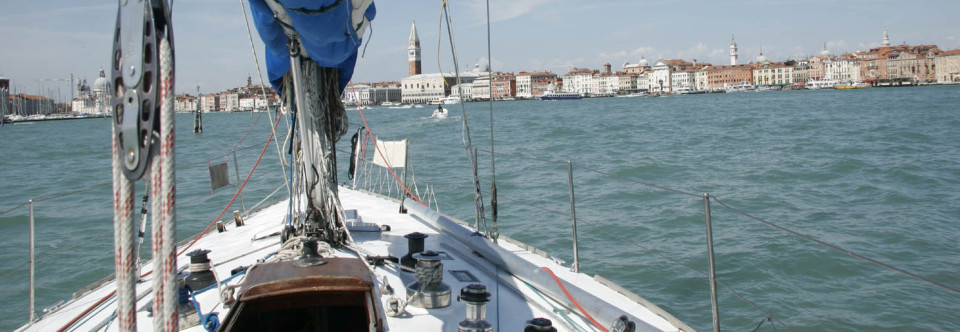 Visit Venice Lagoon on a sailing boat